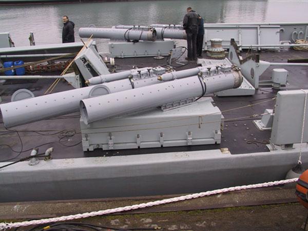 http://www.navalhistory.dk/images/Vaaben/Udvikling/MU90launcherA.jpg